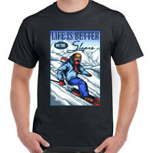 Life is better on the Piste Divertente da uomo sci T-SHIRT Scarponi