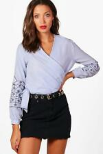 Boohoo Tall Jessica Embroidered Sleeve Wrap Shirt per Donna