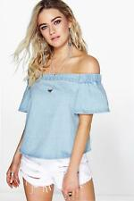 Boohoo maisie top in denim con scollo a barca per