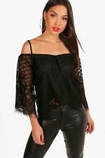 Boohoo Tabitha Lace Cold Shoulder Flare Sleeve Crop per Donna