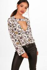 Boohoo Petite Gracie Cut Out Detail Floral Blouse para Mujer