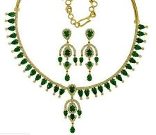 DIAMOND LOOK EMERALD PEARS NECKLACE EARRINGS + FREE GIFT