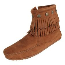 Minnetonka Concho Stiefelette Mokassin Boot Double Fringe Side Zip Dusty braun