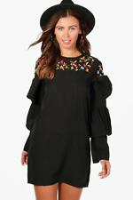 Boohoo Petite Amelia Ruffle Sleeve Embroidered Dress para Mujer