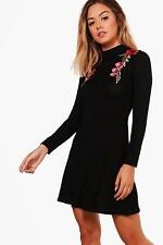 Boohoo Petite Karla Embroidered Turtle Neck Skater Dress para Mujer