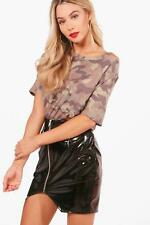 Boohoo Alice Camo Oversized Cold Shoulder Tee para Mujer