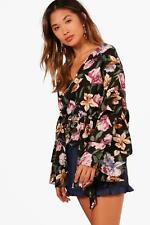 Boohoo Amy Floral Woven Tiered Sleeve Top per Donna