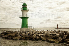 Poster, stampa su tela o vetro acrilico Green and red lighthouse at the ha...
