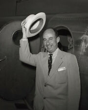 Adlai Stevenson arrives in Chicago for 1952 Democratic Convention Photo Print