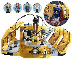 Dr Who Character Building Tardis Console Room Construction Set + 4 Mini Figures