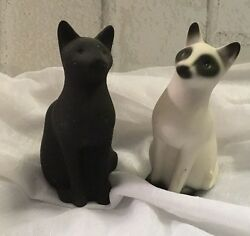 HIGHBANK PORCELAIN Pair Of Black And White Cat Figurine  3 14