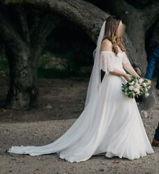 Leanne Marshall - Noemi Wedding Dress With Quinlan Sleeves
