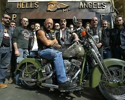 SONNY BARGER OF HELLS ANGELS FAME WITH OTHERS 8X10 PUBLICITY PHOTO YW002