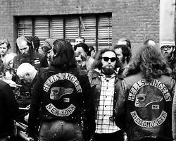 HELL#x27;S ANGELS FUNERAL IN NEW YORK CITY IN 1971 8X10 PHOTO YW011