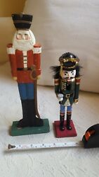 2 CHRISTMAS WOODEN SOLDIERSnutcracker pre-owned vintage table desk decorations