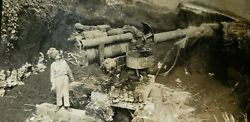 Ww2 Original Photo Of Usa Soldier Right Next Japanese Cannon Collectible Picture