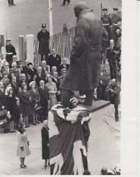 Vintage Press Photograph - Winston Churchill - Unveiled Statue - Dated 1973
