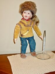 Knowles Porcelain Doll Little Davey Crockett 16 Inches Stand Coa Born Famous