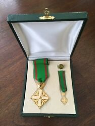 Vintage Gilt Eagle And Star Military Commemorative Medal Set With Box