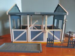 Breyer Classics Country Horse Stable Barn 3 Stalls Disassembled 4 HORSES