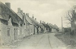 Northamptonshire, Welton Near Rugby, Thatched Cottages, Black And White Postcard
