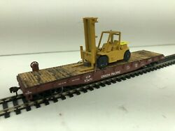 Athearn Roundhouse Ho Scale Custom 50and039 Flat Car With Caterpillar Yard Lift 2