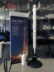 Spacex Falcon 9 Display Model And Stand. 1100 Scale