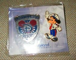 8287 Dlr Cast Exclusive Set Of 2 Pins Badge And Officer Mickey