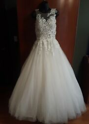 Beautiful Wedding Dress By Pronovias Barcelona With Matching Cape And Veil Size 4