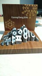 2018 Pyeongchang Winter Olympic Game Sculpture Awarded To Winners Medal Top Rare