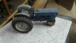Ford 4000 Toy Tractor Narrow Front 1/12