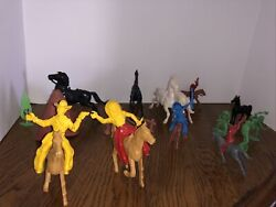 Vintage Cowboy And Indian Plastic Figures Horses Fence Teepee Lot 22