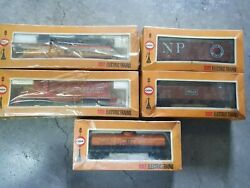 Cox Rock Island And Chessie System Engine Plus 3 Caboose Train Car Ho Gauge Scale