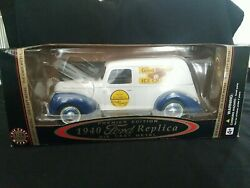 Golden Wheels 1940 Ford Good Humor Ice Cream Delivery 118 Scale Diecast Truck