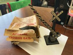 Vintage Louis Marx And Co., Inc. Automatic Crossing Gate No. 438 Bm