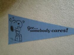 1970's Era Peanuts Snoopy And Woodstock Gee Somebody Cares Felt Blue Wall Pennant