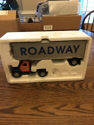 1/34 Scale Roadway Tractor Trailer By First Gear