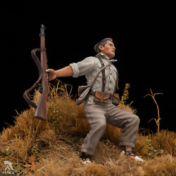 Falling Soldier Spanish Civil War Open Eyes Tin Painted Toy Soldier   Museum
