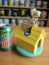 Snoopy / Peanuts Schmid Flying Ace Yellow Dog House Wooden Music Box Vintage