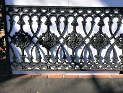 Fantastic Antique Cast Iron Loop And Floral Fencing In Excellent Condition