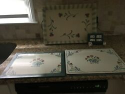 4 Lenox Poppies On Blue Corkboard Placemats, 6 Napkin Rings And A Metal Tray