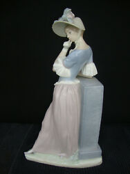 Gorgeous Lladro Woman Figurine Aesthetic Pose / Signed By Lladro