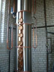 Column distillation line with continuous action For the production of distillate