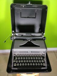 Vintage Royal Quiet De Luxe Grey Typewriter With Black Case Usa Made
