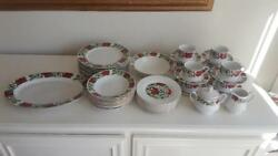 45 Piece Gibson Designs Poinsettia Holiday Dinnerware Set - Excellent Condition