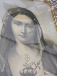 Antique Matching Pair Jesus And Mary Sacred Heart Lithographs With Filigree Work