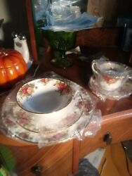 Royal Albert 40 Piece Old Country Roses Bone China Set For 8 For Sale