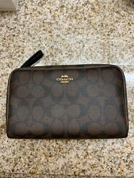 NWT COACH COSMETIC CASE IN SIGNATURE CANVAS $63.00