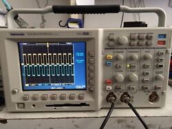 Very Low Hours Calibrated Tektronix Tds3012 Oscilloscope 100mhz 2ch