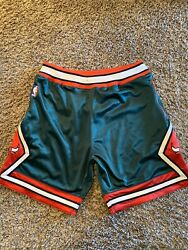Chicago Bulls 08-09 Green Mitchell And Ness Authentic Nba Basketball Shorts 44 L